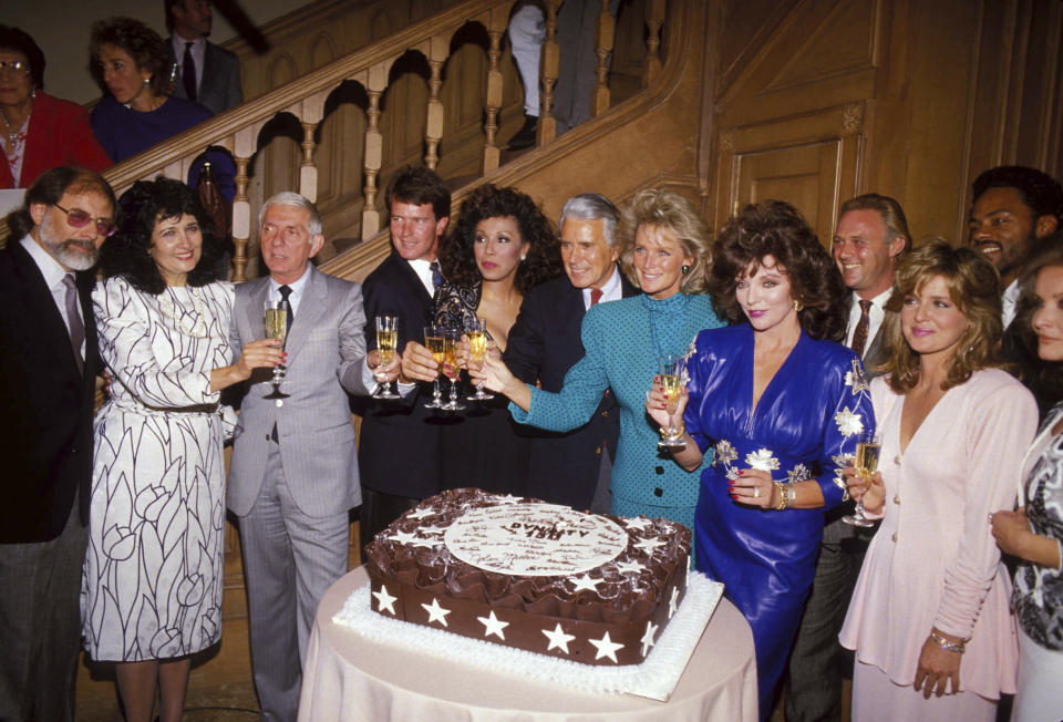 Joan Collins John Forsythe Linda Evans And The Dynasty Cast Celebrates It's 150Th Episode 1986.. Credit: 3217757Globe Photos/MediaPunch /IPX