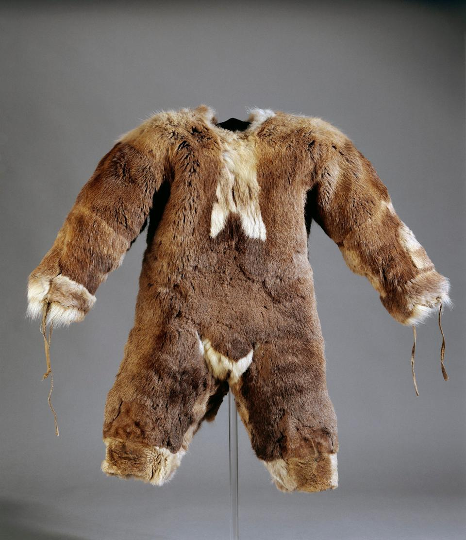 Child's all-in-one suit made of caribou fur. Inuit, Igloolik, Nunavut, Canada. 1980s - Trustees of the British Museum