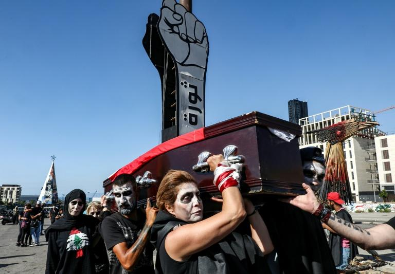 Lebanese protesters stage a symbolic funeral for the country in the downtown area of the capital Beirut (AFP Photo/ANWAR AMRO)