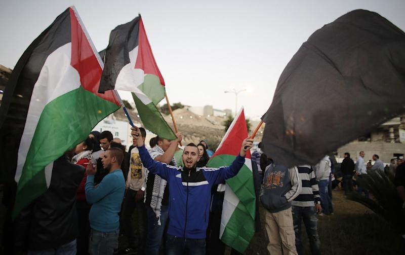 Arab Israeli protesters shout slogans during a rally in the northern Israeli town of Umm al-Faham on November 9, 2014, a day after security forces shot dead a 22-year-old Arab-Israeli man (AFP Photo/Ahmad Gharabli)