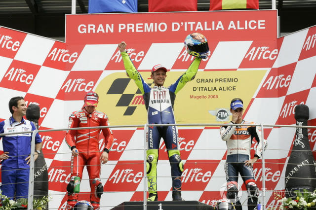"Podio: 1º Valentino Rossi, 2º Casey Stoner, 3º Dani Pedrosa <span class=""copyright"">Gold and Goose / Motorsport Images</span>"