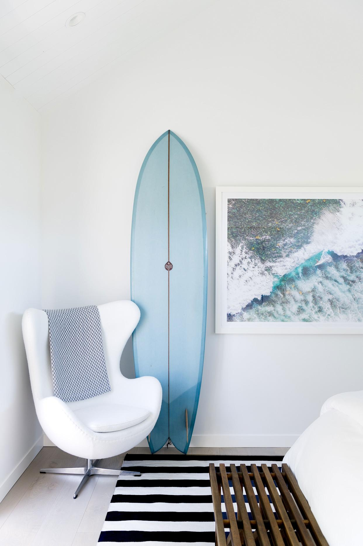 """<h1 class=""""title"""">NYC Interior Photography - Morgan Ione Photography</h1> <div class=""""caption""""> Designer Alicia Murphy placed an Arne Jacobsen Egg chair in the corner of her <a href=""""https://www.architecturaldigest.com/gallery/inside-a-montauk-beach-house-thats-actually-a-trailer-alicia-murphy?mbid=synd_yahoo_rss"""" rel=""""nofollow noopener"""" target=""""_blank"""" data-ylk=""""slk:Montauk bedroom"""" class=""""link rapid-noclick-resp"""">Montauk bedroom</a>. </div> <cite class=""""credit"""">Photo: <a href=""""https://www.morganionephotography.com/"""" rel=""""nofollow noopener"""" target=""""_blank"""" data-ylk=""""slk:Morgan Ione Yeager"""" class=""""link rapid-noclick-resp"""">Morgan Ione Yeager</a></cite>"""