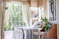 """<p>Their sleeping space was so important that Emily and Sloane Southard actually designed their entire treehouse around it.</p><p><a class=""""link rapid-noclick-resp"""" href=""""https://www.amazon.com/Tiny-House-Live-Small-Dream/dp/0525576614?tag=syn-yahoo-20&ascsubtag=%5Bartid%7C10072.g.35047961%5Bsrc%7Cyahoo-us"""" rel=""""nofollow noopener"""" target=""""_blank"""" data-ylk=""""slk:SHOP TINY HOUSE COFFEE TABLE BOOKS"""">SHOP TINY HOUSE COFFEE TABLE BOOKS</a></p>"""