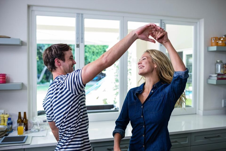 couple dancing in kitchen, smart person habits