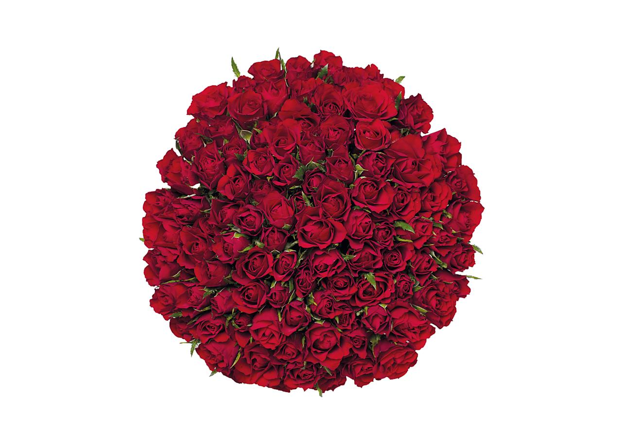 "<p>100 roses for £25, in-store only at <a rel=""nofollow"" href=""https://www.aldi.co.uk/""><em>Aldi</em></a> </p>"