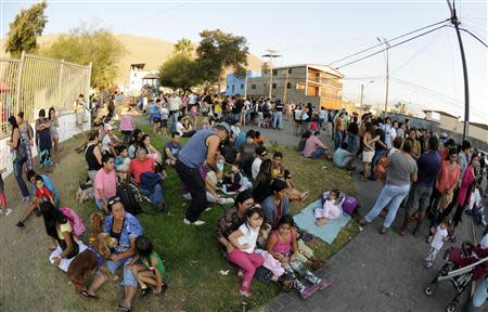People stay on higher grounds in a tsunami safety zone after a magnitude 6.7 earthquake shook the region, in Iquique city, north of Santiago March 16, 2014. REUTERS/Cristian Vivero