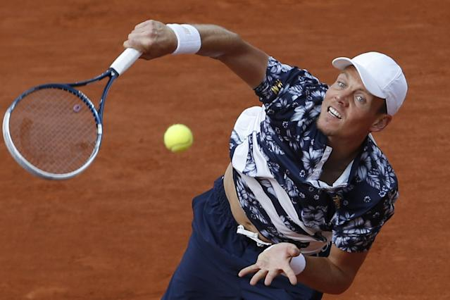 Tomas Berdych of the Czech Republic serves the ball during the quarterfinal match of the French Open tennis tournament against Latvia's Ernests Gulbis at the Roland Garros stadium, in Paris, France, Tuesday, June 3, 2014. (AP Photo/Darko Vojinovic)
