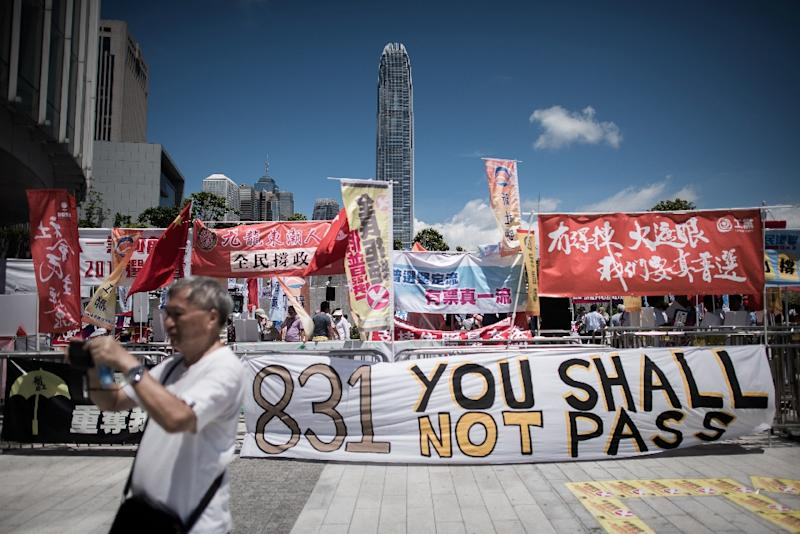 Pro-democracy supporters outside the legislature in Hong Kong on June 18, 2015 (AFP Photo/Philippe Lopez)