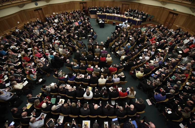Members of the clergy vote on draft legislation approving women bishops during the England General Synod at Church House in central London on November 20, 2012 (AFP Photo/Yui Mok)