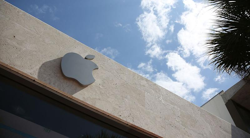 Apple Shuts 10% of U.S. Stores Again on Virus With 14 in Florida