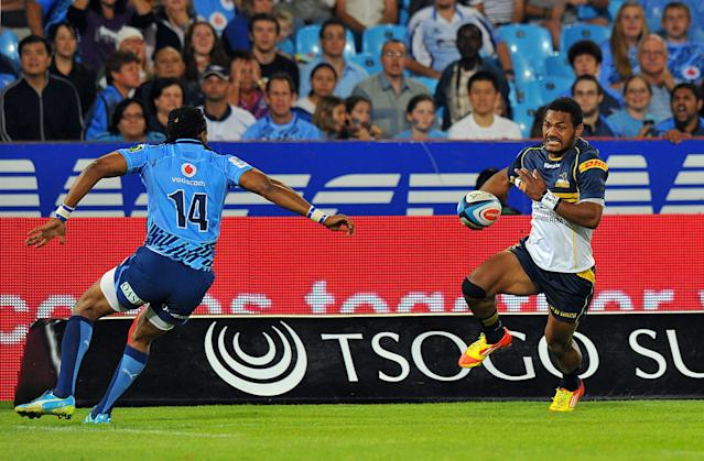 Australia's ACT Brumbies winger Henry Speight (R) runs with the ball toward a South-Africa's Northern Bulls' player during the Super 15 Rugby union match between Northern Bulls and ACT Brumbies at the Loftus Versfeld stadium in Pretoria , on April 21, 2012. AFP PHOTO / ALEXANDER JOE (Photo credit should read ALEXANDER JOE/AFP/Getty Images)