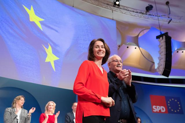 HYJ00. Berlin (Germany), 23/03/2019.- Minister of Justice and Consumer Protection and the candidate for the European elections of the Social Democratic Party (SPD) Katarina Barley (L) and Udo Bullmann (R) walk on the stage during the Party Convention for the European election campaign at the BCC - Berlin Congress Center in Berlin, Germany, 23 March 2019. The main topic of the party convention is the SPD elections program for the European elections on 26 May. (Elecciones, Alemania) EFE/EPA/HAYOUNG JEON