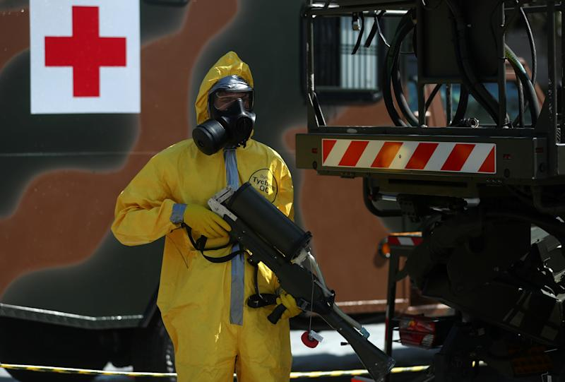 A Brazilian army officer and member of the Biological Radiological and Nuclear Chemical Defense Battalion, demonstrates tactics to combat the new coronavirus pandemic, amid the coronavirus disease (COVID-19) outbreak, at army headquarters in Rio de Janeiro, Brazil April 14, 2020. REUTERS/Pilar Olivares