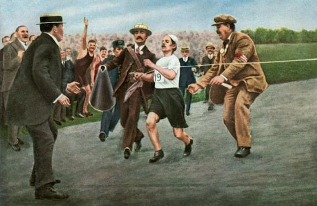 Artist's rendition of Dorando Pietri, flanked by two officials, breaking the tape at the finish of the Olympic marathon in July 1908 in London - only to be disqualified (AFP Photo/-)