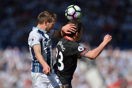 Britain Football Soccer - West Bromwich Albion v Southampton - Premier League - The Hawthorns - 8/4/17 West Bromwich Albion's Craig Dawson in action with Southampton's Pierre-Emile Hojbjerg Reuters / Anthony Devlin Livepic