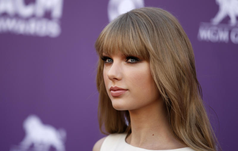 Taylor Swift arrives at the 47th Annual Academy of Country Music Awards on Sunday, April 1, 2012 in Las Vegas. (AP Photo/Isaac Brekken)