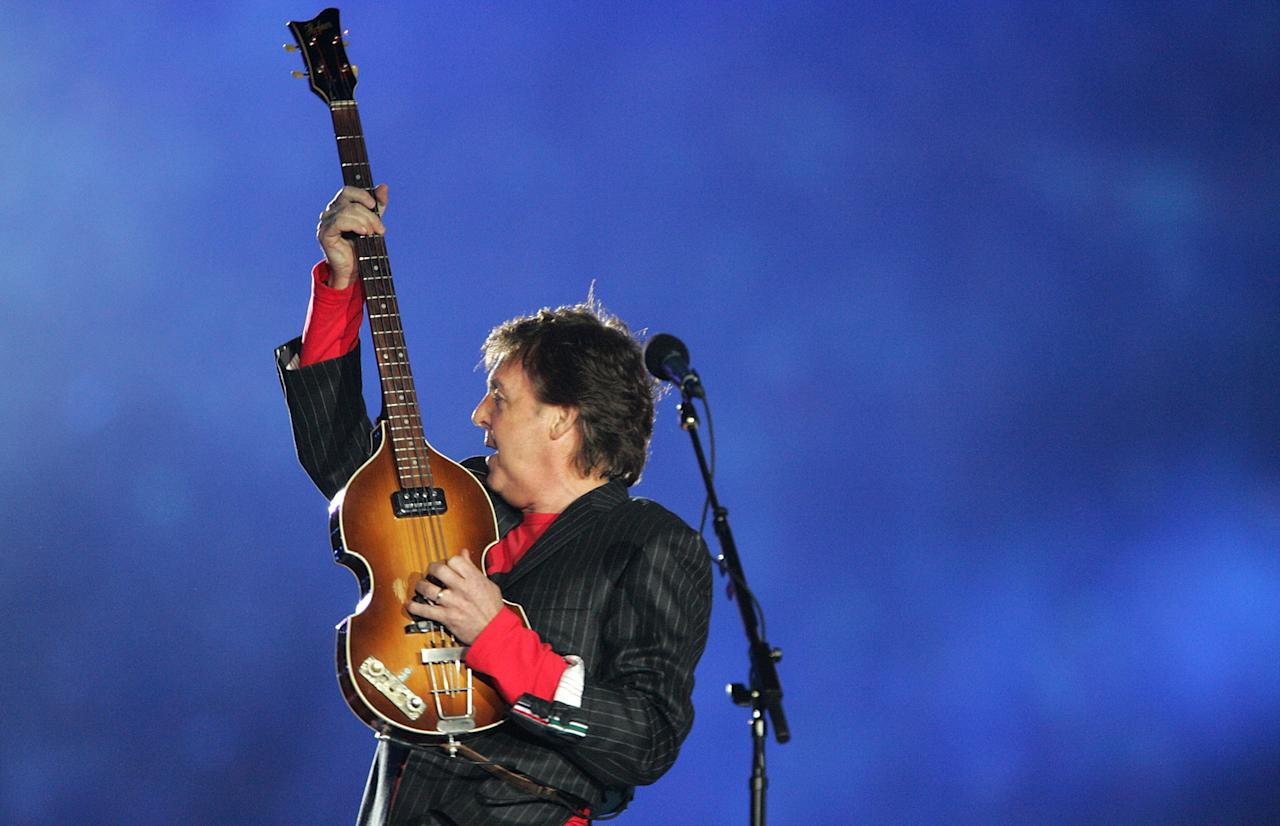 Paul McCartney performs during the Super Bowl XXXIX halftime show at Alltel Stadium on February 6, 2005 in Jacksonville, Florida.  (Photo by Jeff Gross/Getty Images)