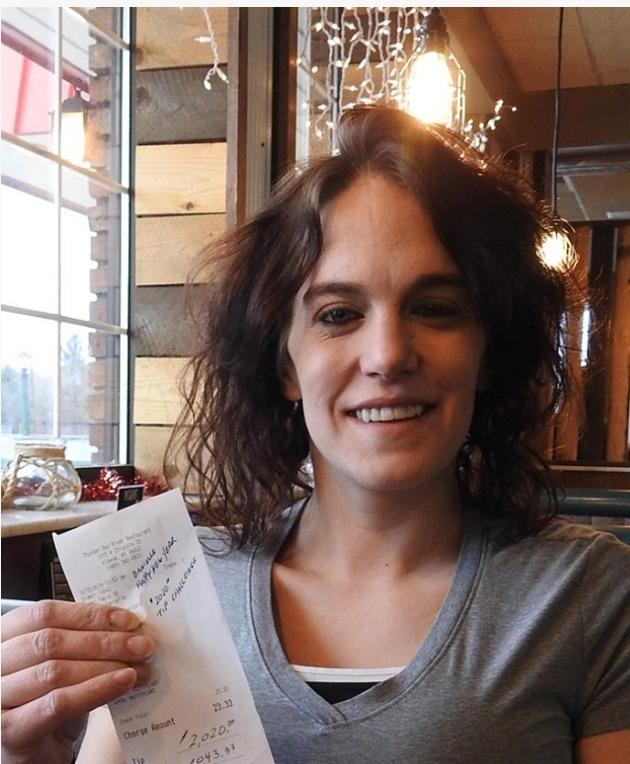 Michigan waitress Danielle Franzoni received a $2,020 tip on a $23 bill. (Photo: Courtesy of Danielle Franzoni)