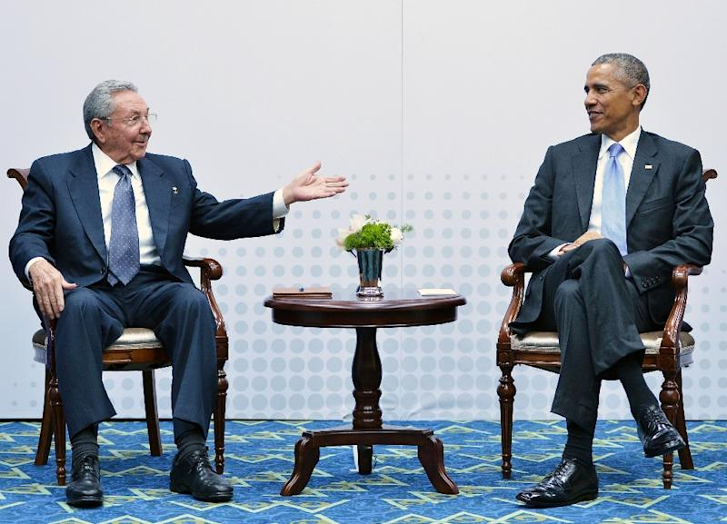 Cuban President Raul Castro (L) and his US counterpart Barack Obama held a historic meeting in Panama in April 2015, the first between US and Cuban leaders since 1956 (AFP Photo/Mandel Ngan)