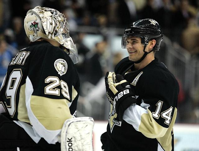 Chris Kunitz (R) and Marc-Andre Fleury are among the most high-profile players available in this week's draft for the expansion Vegas Golden Knights who will make their NHL debut in the 2017-18 season (AFP Photo/Justin K. Aller)