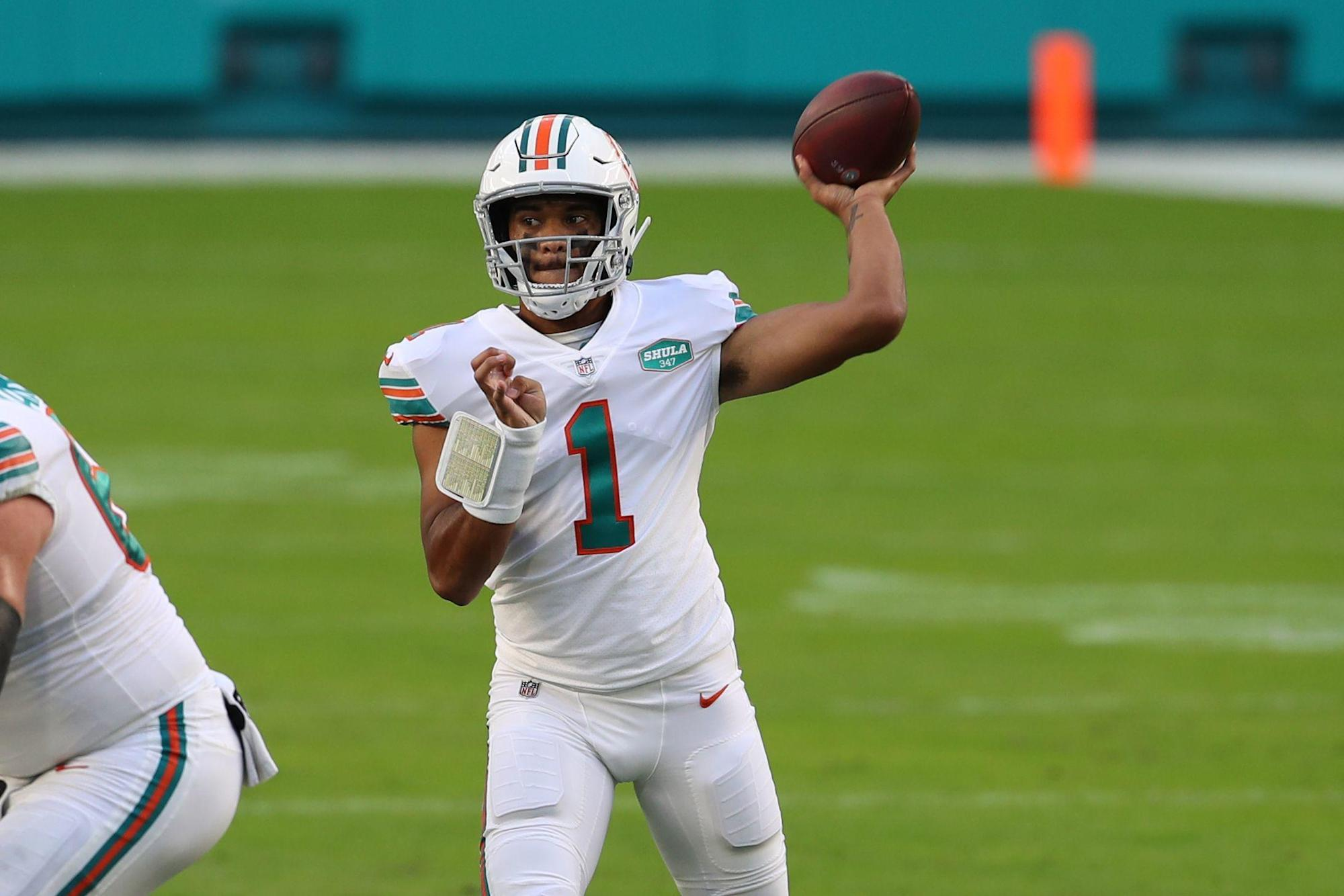 Tua Tagovailoa Dolphins Win Fifth In A Row Topping Justin Herbert Chargers