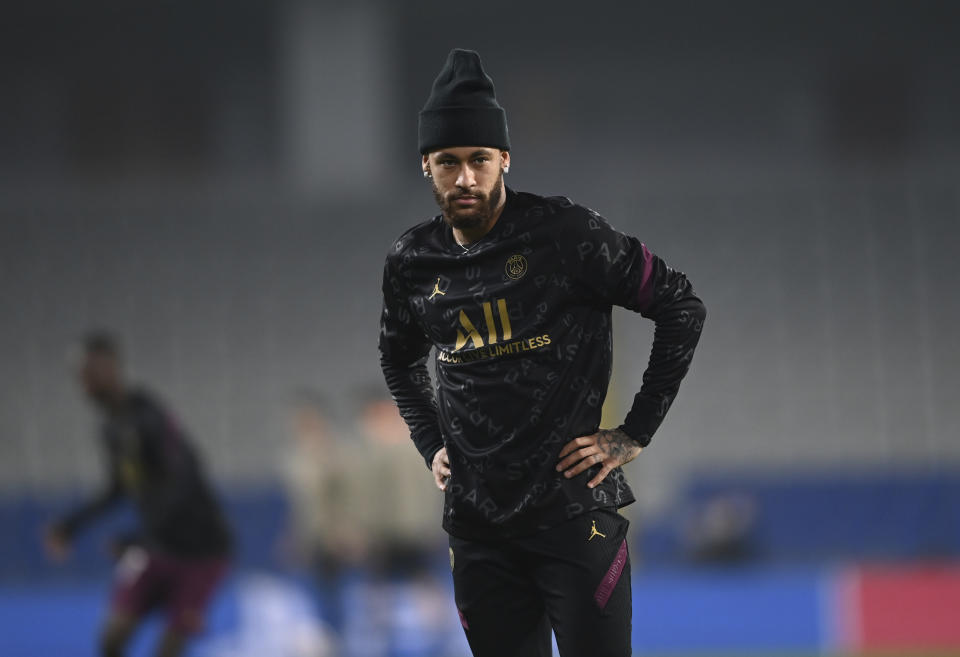 PSG's Neymar, center of Brazil warms up prior to the Champions League group H soccer match between Basaksehir and Paris Saint Germain in Istanbul, Wednesday, Oct. 28, 2020. (Ozan Kose/Pool via AP)