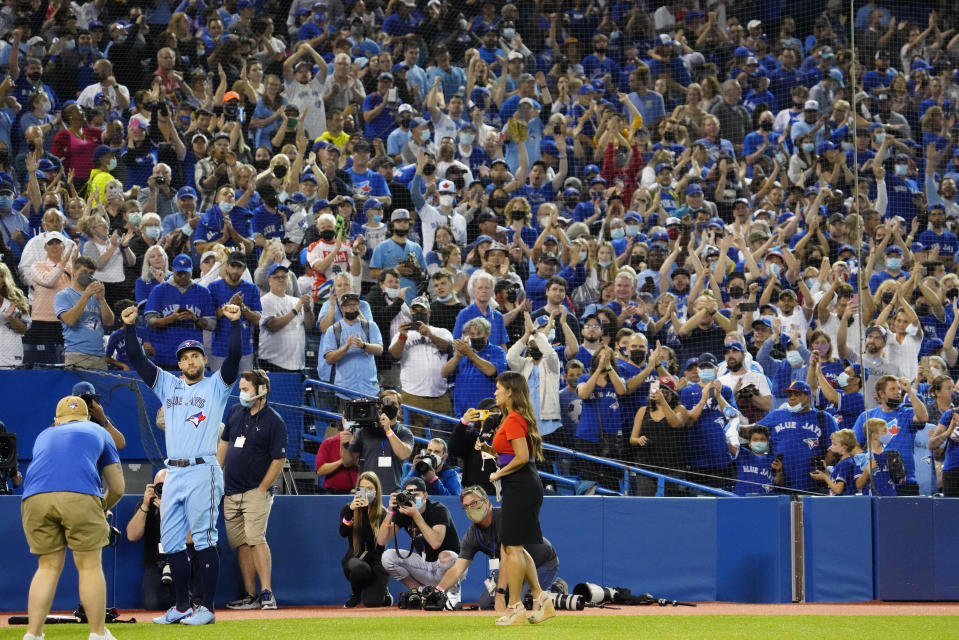 Toronto Blue Jays centre fielder George Springer (4) salutes the crowd after MLB baseball action against the Baltimore Orioles in Toronto, Sunday, Oct. 3, 2021. The Blue Jays won 12-4. (Frank Gunn/The Canadian Press via AP)