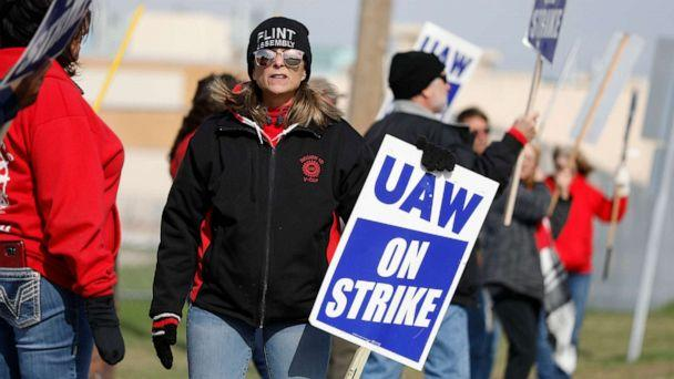 PHOTO: United Auto Workers union members and their families picket at the General Motors Flint Assembly plant on Solidarity Sunday on Oct. 13, 2019. in Flint, Michigan. (Bill Pugliano/Getty Images)