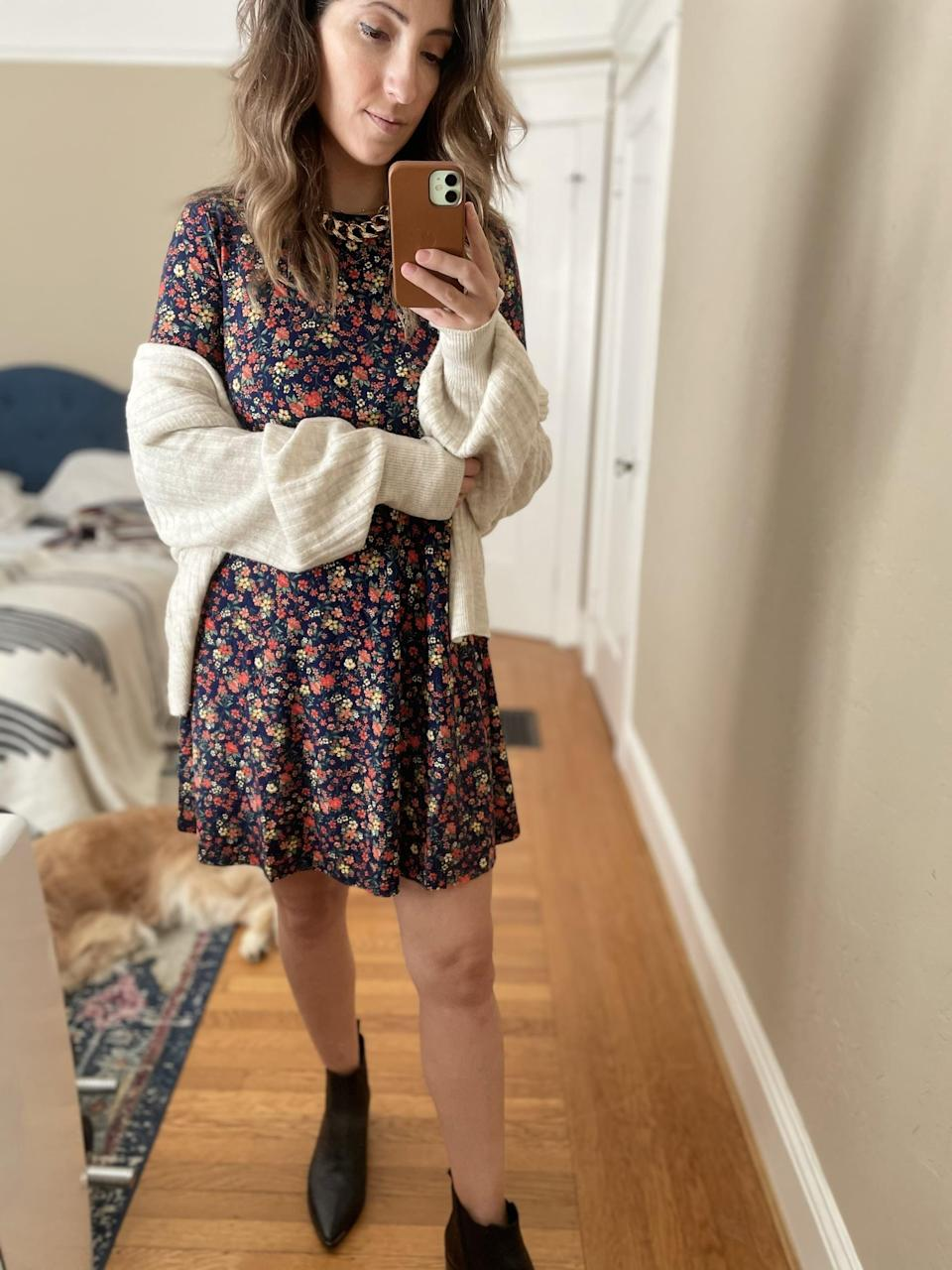 """<p><strong>The item:</strong> <span>Floral-Print Jersey-Knit Swing Dress</span> ($15, originally $30) </p> <p><strong>What our editor said:</strong> """"It's flowy and flattering, which makes it easy to toss on. It feels more like a long-sleeved shirt than anything, and it just moves so nicely. I wore it with a cream-colored cardigan sweater and black ankle boots, but to head outside I can easily toss on leggings to make it warmer."""" - RB</p> <p>If you want to read more, here is the <a href=""""https://www.popsugar.com/fashion/long-sleeve-floral-dress-at-old-navy-editor-review-48056334:"""" class=""""link rapid-noclick-resp"""" rel=""""nofollow noopener"""" target=""""_blank"""" data-ylk=""""slk:complete review"""">complete review</a>.</p>"""