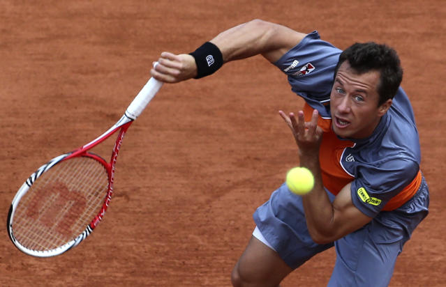 Germany's Philipp Kohlschreiber serves to Serbia's Novak Djokovic during their fourth round match of the French Open tennis tournament at the Roland Garros stadium Monday, June 3, 2013 in Paris. (AP Photo/Michel Euler)