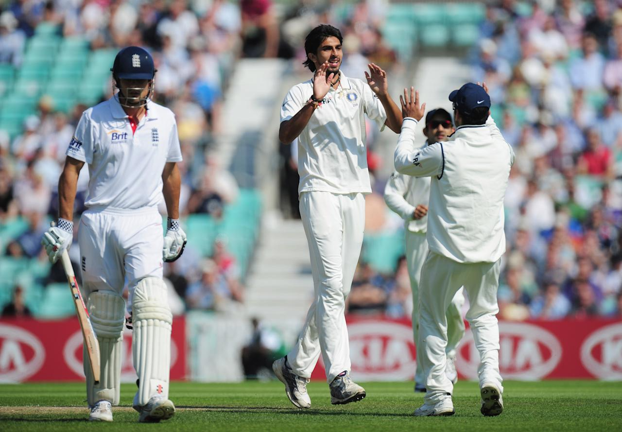 LONDON, ENGLAND - AUGUST 19: Ishant Sharma of India celebrates the wicket of Alastair Cook of England during day two of the 4th npower Test Match between England and India at The Kia Oval on August 19, 2011 in London, England.  (Photo by Shaun Botterill/Getty Images)