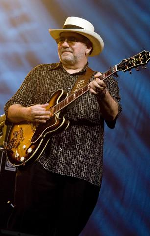Bob Dylan Parts Ways With Touring Guitarist Duke Robillard