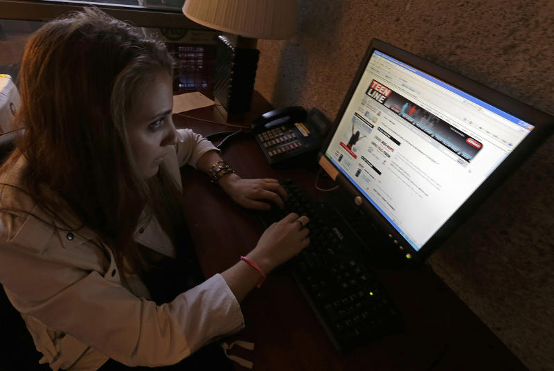 Crisis hotlines turning to text to reach teens