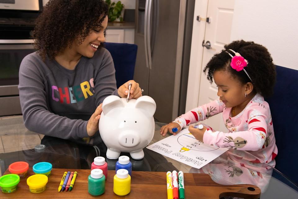 Sahirenys Pierce and her daughter create a festive holiday fund chart.