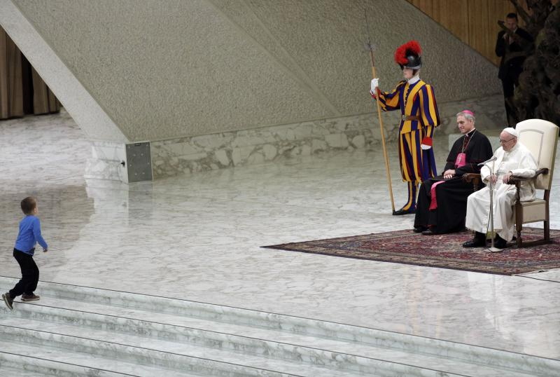 Chilled pope chuckles as young boy interrupts his general audience