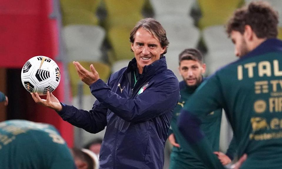 Roberto Mancini during an Italy training session in October 2020