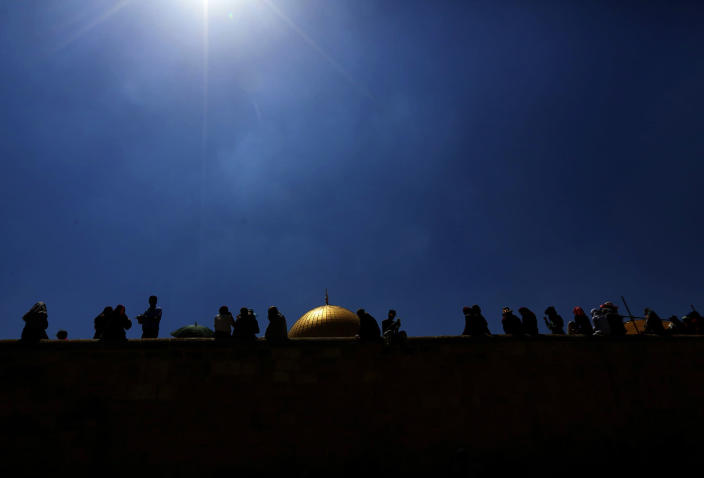 <p>Muslim worshippers pray outside the Dome of the Rock at the al-Aqsa Mosque in Jerusalem during the last Friday prayers of the Muslim holy month of Ramadan ,July 1, 2016. (Photo: ALAA BADARNEH/EPA) </p>