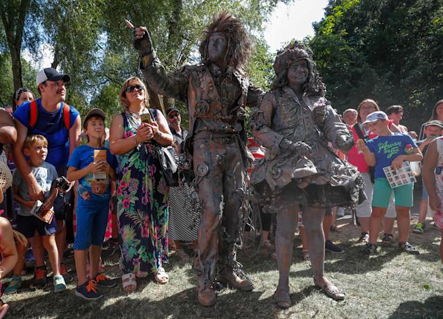 "<p>Artists called ""Les Emmeles"" take part in the festival ""Statues en Marche"" in Marche-en-Famenne, Belgium, July 22, 2018. (Photo: Yves Herman/Reuters) </p>"
