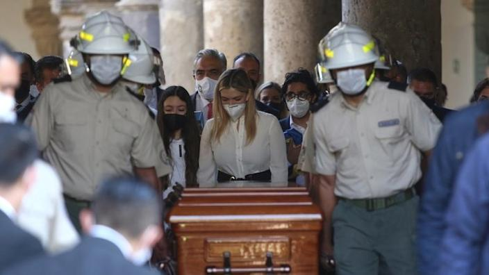 Lorena Jassibe Arriaga (C) accompanies the coffin of her husband, the former Governor of Jalisco Aristoteles Sandoval, during its arrival at the Congress of said state for a posthumous tribute, in Guadalajara, Mexico, 19 December 2020.