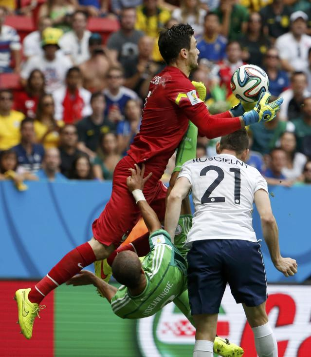 France's goalkeeper Hugo Lloris (L) saves a shot as Nigeria's Peter Odemwingie (C) falls during their 2014 World Cup round of 16 game at the Brasilia national stadium in Brasilia June 30, 2014. REUTERS/Jorge Silva (BRAZIL - Tags: SOCCER SPORT WORLD CUP)