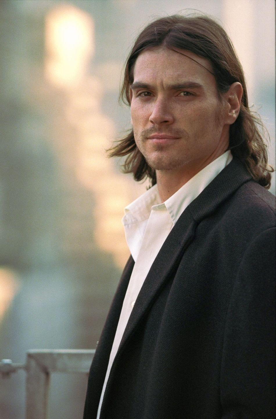 <p>Although Billy Crudup normally wears his hair in a short cut, when the actor grew his hair out for his role in <em>Almost Famous, </em>it turned out to be a flattering look. </p>