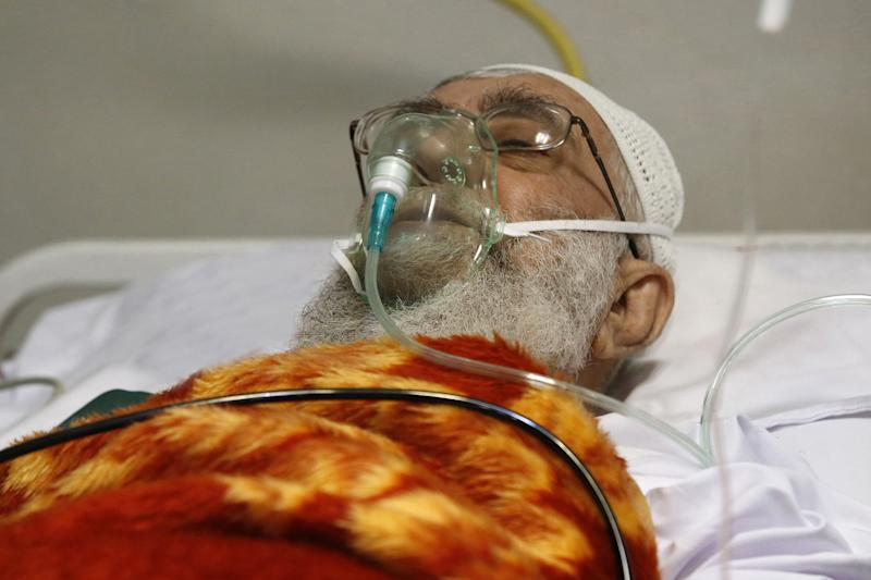 Ayatollah Ali Khamenei rests at a hospital in Tehran on September 8, 2014 after a prostate operation (AFP Photo/)