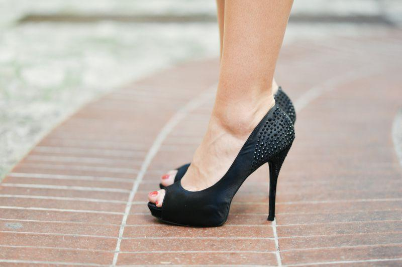 If you try on shoes at this time, they're going to fit better. (Photo: Pexels)