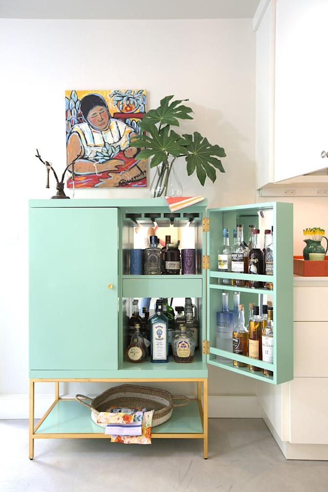 "<p>A seafoam bar in this Sacramento home by <a href=""https://deringhall.com/interior-designers/pepperjack-interiors"" target=""_parent"">PepperJack Interiors</a> is fresh and fun.</p>"