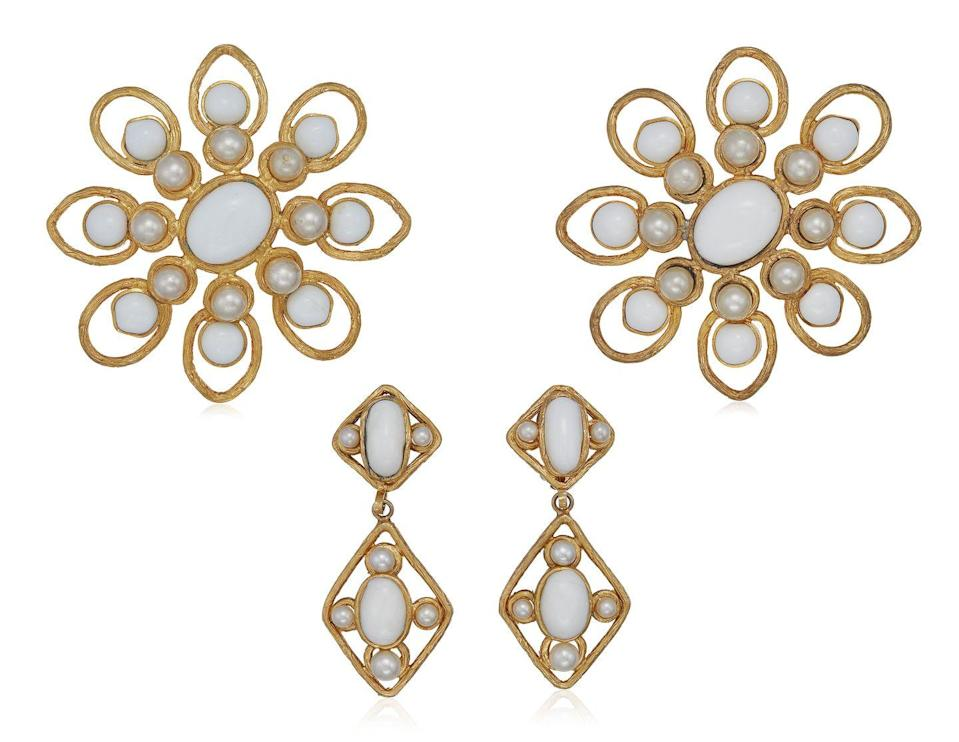 <p>This sophisticated set of jewels is estimated to be worth $1,500 to $2,000.</p>