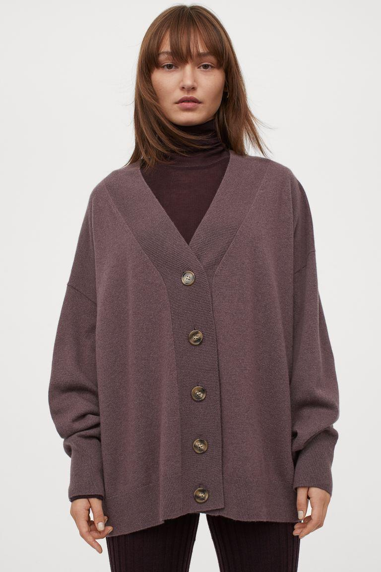 "<br><br><strong>H&M</strong> Fine-knit Cashmere Cardigan, $, available at <a href=""https://www2.hm.com/en_gb/productpage.0892895003.html"" rel=""nofollow noopener"" target=""_blank"" data-ylk=""slk:H&M"" class=""link rapid-noclick-resp"">H&M</a>"