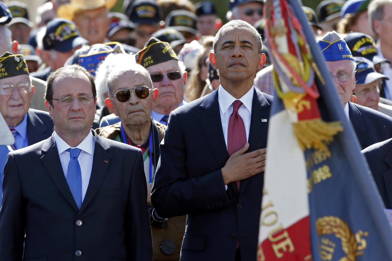U.S. President Barack Obama and French President Francois Hollande participate in the 70th French-American Commemoration D-Day Ceremony at the Normandy American Cemetery and Memorial in Colleville-sur-Mer June 6, 2014. World leaders and veterans gathered by the beaches of Normandy under clear blue skies on Friday to mark the 70th anniversary of World War Two's D-Day landings, with host France hoping the event will help bring a thaw in the Ukraine crisis. REUTERS (FRANCE - Tags: POLITICS ANNIVERSARY CONFLICT)