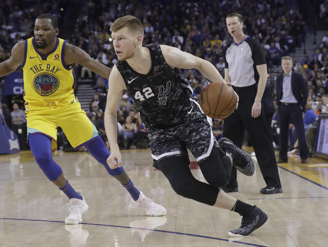 "<a class=""link rapid-noclick-resp"" href=""/nba/players/4926/"" data-ylk=""slk:Davis Bertans"">Davis Bertans</a> averaged 5.9 points for the <a class=""link rapid-noclick-resp"" href=""/nba/teams/sas"" data-ylk=""slk:Spurs"">Spurs</a> last season. (AP Photo/Jeff Chiu)"