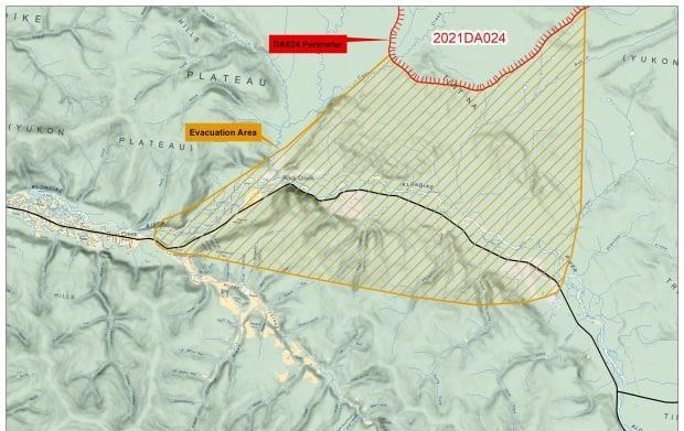 An evacuation alert was issued on Tuesday afternoon for some areas east of Dawson City due to a wildfire nearby. Officials said the fire was burning about 5.5 kilometres from the North Klondike Highway. (Yukon government - image credit)