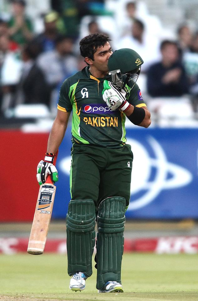 CAPE TOWN, SOUTH AFRICA - NOVEMBER 22: Umar Akmal of Pakistan kisses the Pakistan badge as he reaches his fifty during the 2nd T20 International match between South Africa and Pakistan at Sahara Park Newlands on November 22, 2013 in Cape Town, South Africa. (Photo by Shaun Roy/Gallo Images/Getty Images)